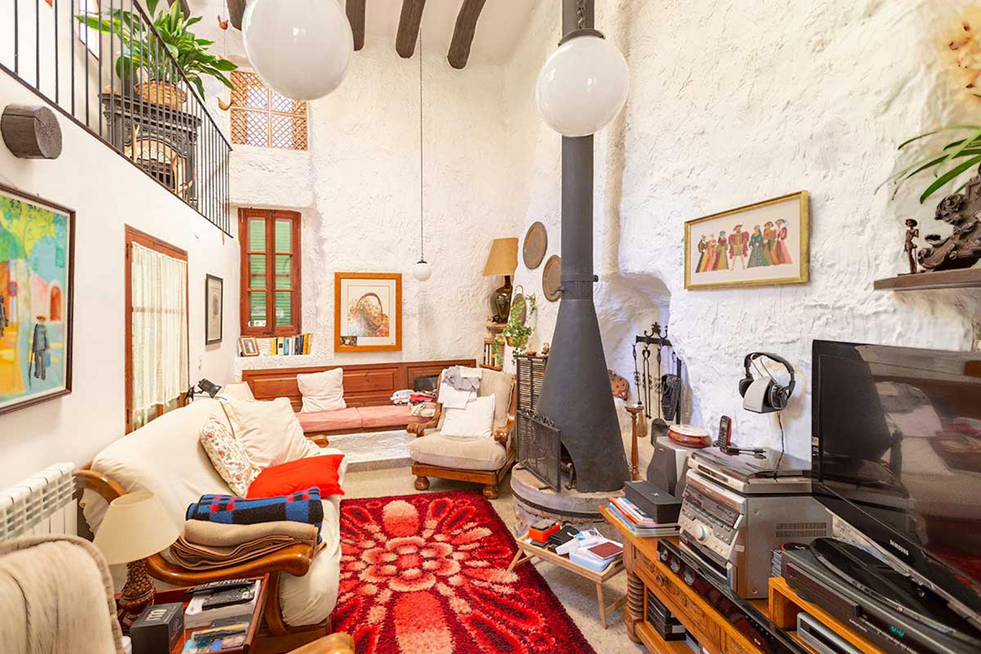 Ample living room with fireplace in Fornalutx - Traditional old mill from the 19th century
