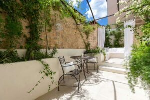 Patio with lounge area with vegetation. Patio inspiration