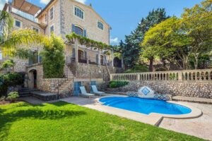 Large gardens and pool are elements of this detached house for sale in Soller. Views to the mountains