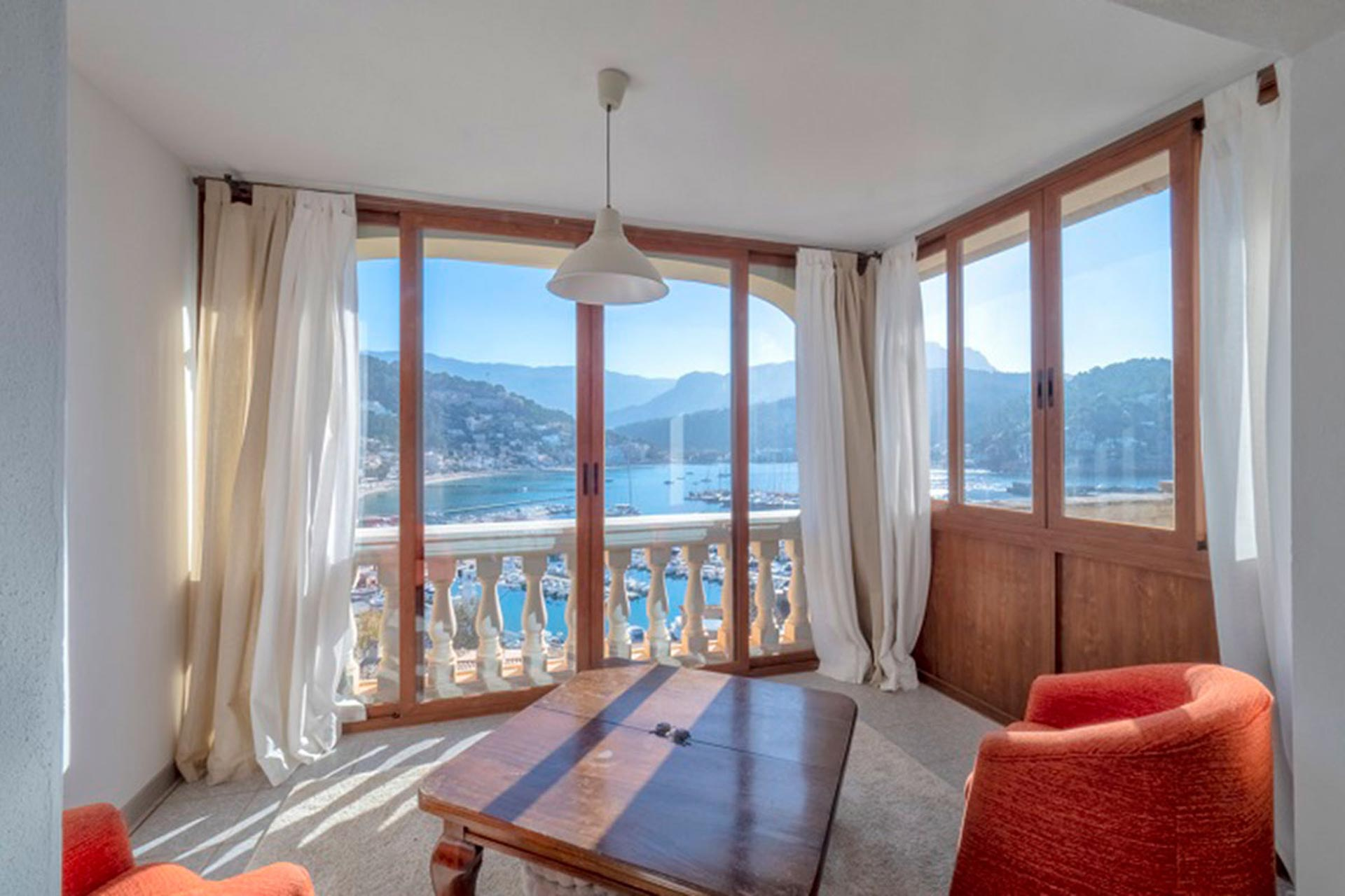 Sitting room with views over the harbour of Port de Soller and the mountains