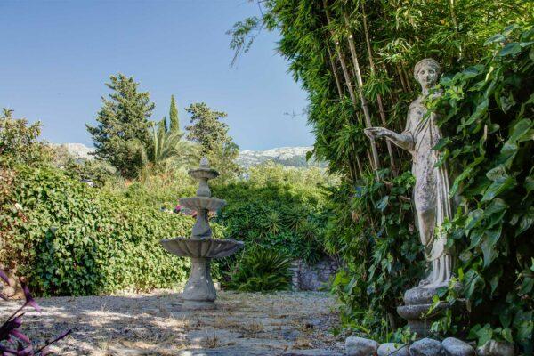 romantic garden soller