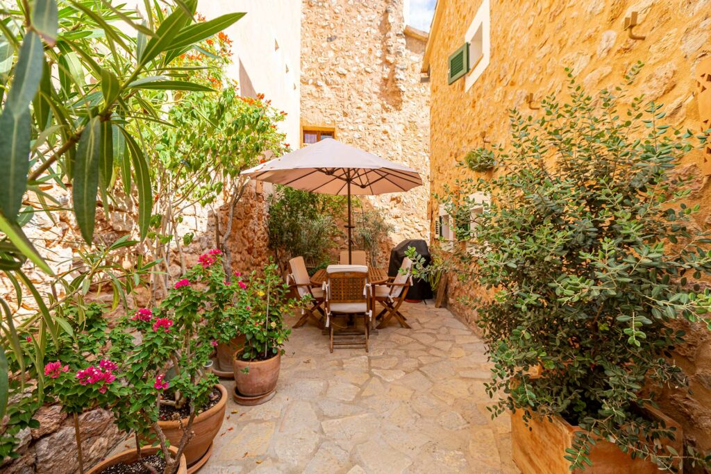 patio of a townhouse for sale in soller