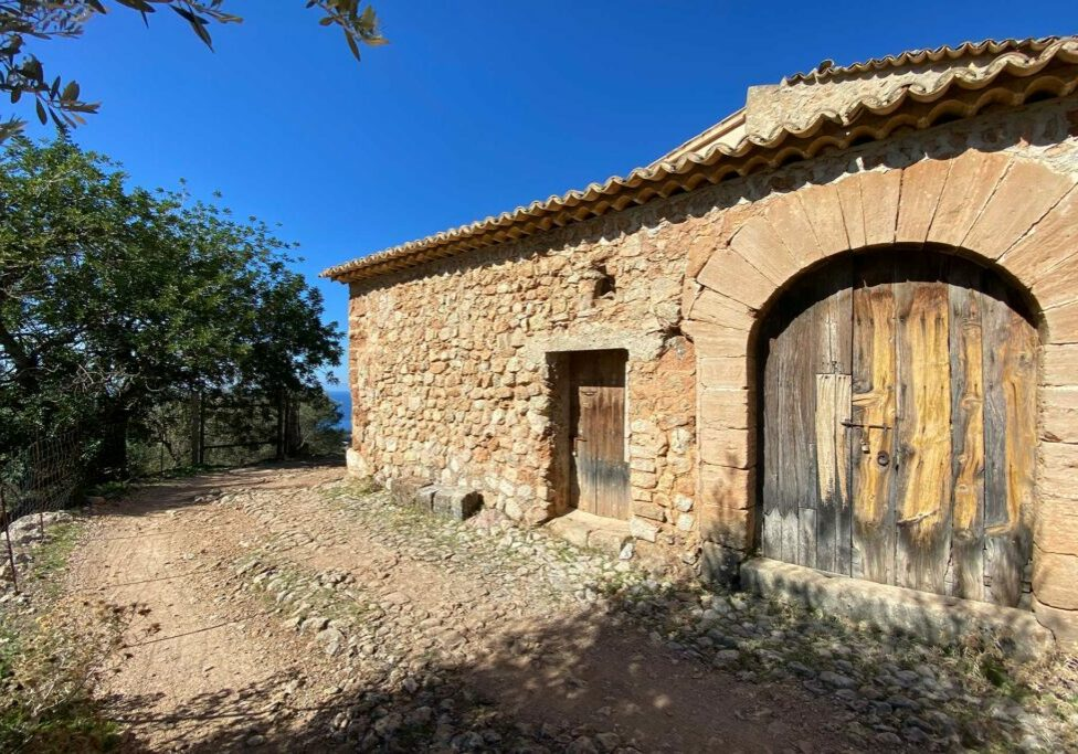 house to reform in soller
